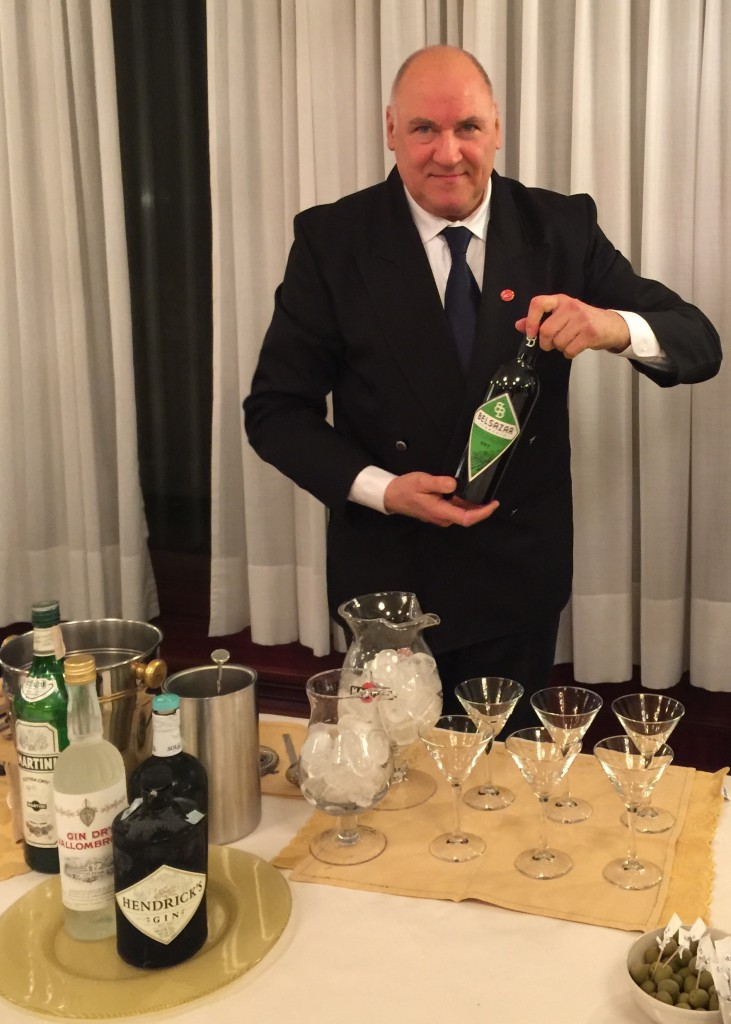 il barman che assieme a Luciano sono la storia della miscelazione a Bologna